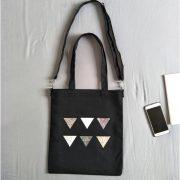 Túi vải tote họa tiết tam giác 2