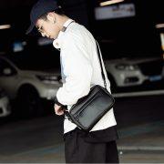 Túi đeo chéo dáng hộp đen trơn 4