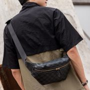 Túi dạ dày đeo chéo họa tiết LV 2